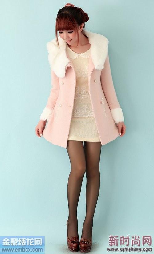 日系甜美粉嫩翻领羊毛大衣搭配